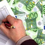 Bloomberg: Η Ελλάδα σχεδιάζει να δώσει 9 δις ευρώ σε κρατικές εγγυήσεις προκειμένου οι τράπεζες να μειώσουν το «κόκκινο» χρέος τους