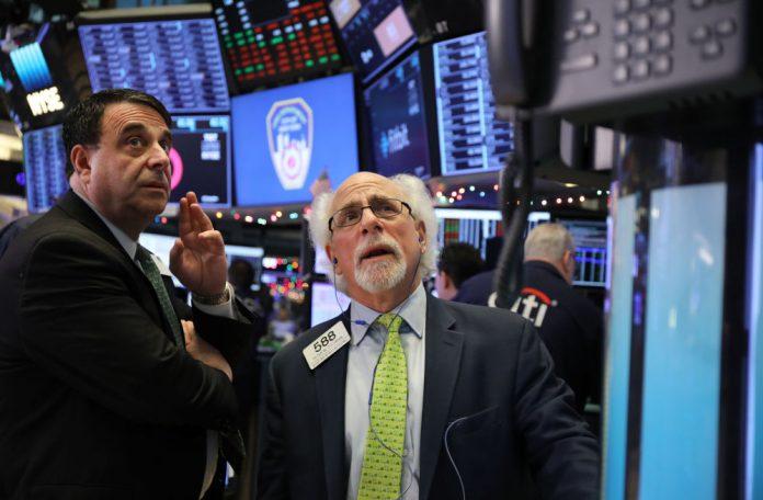 Wall Street :«Bουτιά» 610 μονάδων για τον Dow Jones