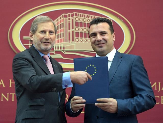 Μετά το ΝΑΤΟ... τα Σκόπια τρέχουν να περάσουν και την πόρτα της Ευρωπαϊκής Ένωσης