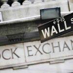 Απώλειες στη Wall Street μετά την πτώση στις αποδόσεις των αμερικανικών ομολόγων