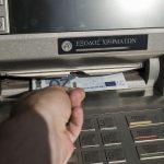 Έως και 3 ευρώ πιο ακριβά τα μετρητά για αναλήψεις από άλλη τράπεζα από Δευτέρα