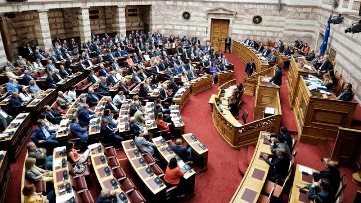 Την Τρίτη αναμένεται να συζητηθεί στη Βουλή η τροπολογία Βορίδη για την ψήφο των αποδήμων