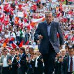 Ο Ερντογάν κινδυνεύει να χάσει τη μισή εκλογική του βάση, σύμφωνα με νέα δημοσκόπηση