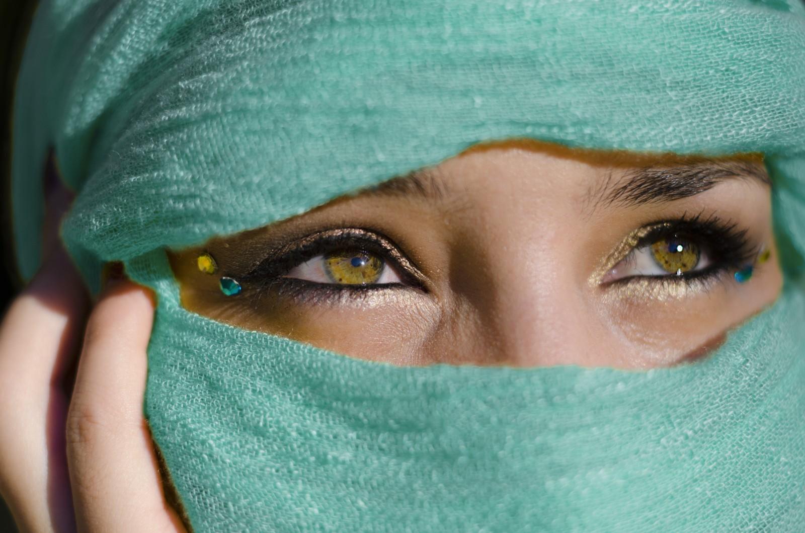 Οι καθημερινές συνήθειες που αποτελούν «καταστροφή» για το δέρμα των ματιών μας