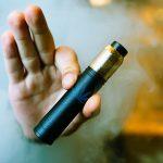 Τώρα και ηλεκτρονικό τσιγάρο χωρίς νικοτίνη με τις ίδιες απαγορεύσεις