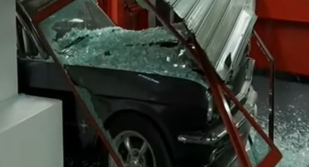 Νέα απόπειρα κλοπής με εισβολή αυτοκινήτου σε κατάστημα στο Περιστέρι