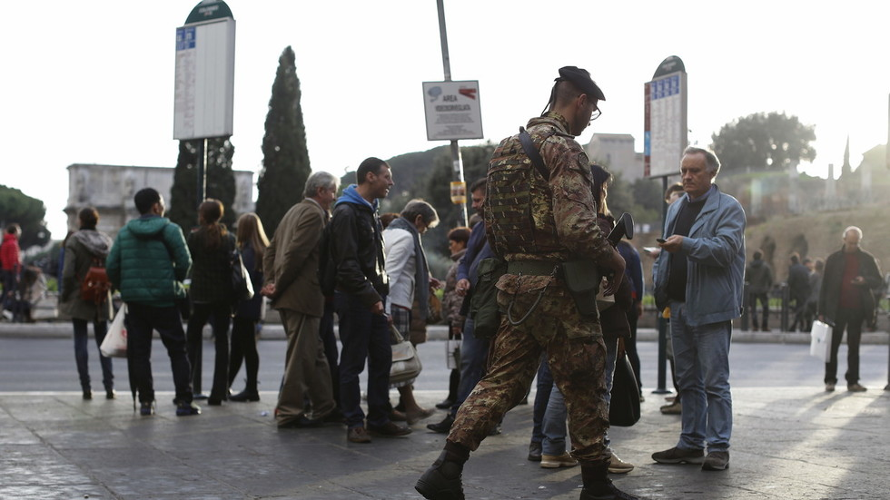 «Αλλάχ Ακμπάρ» φώναζε ο δράστης που κάρφωσε με ψαλίδι στρατιώτη στο Μιλάνο