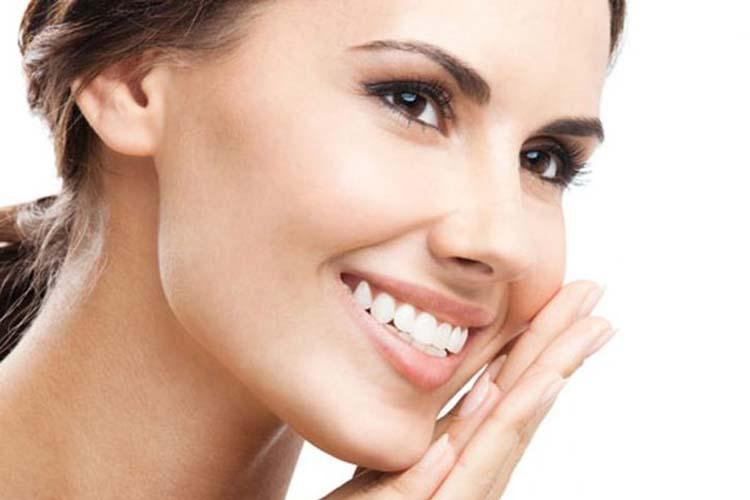 Ξαναβρείτε το «χαμένο» λευκό χρώμα των δοντιών σας χρησιμοποιώντας τη φύση!