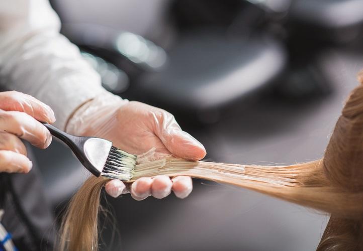 Η χρήση μόνιμης βαφής μαλλιών αυξάνει τον κίνδυνο εμφάνισης καρκίνου