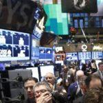Με πτώση ο Dow Jones και ο S&P 500 – με νέο ρεκόρ ο Nasdaq στη Wall Street