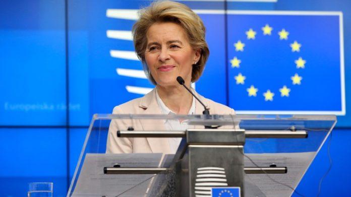 Συμφωνία με τηνAstraZenecaανακοίνωσε η Ούρσουλα φον ντερ Λάιεν.