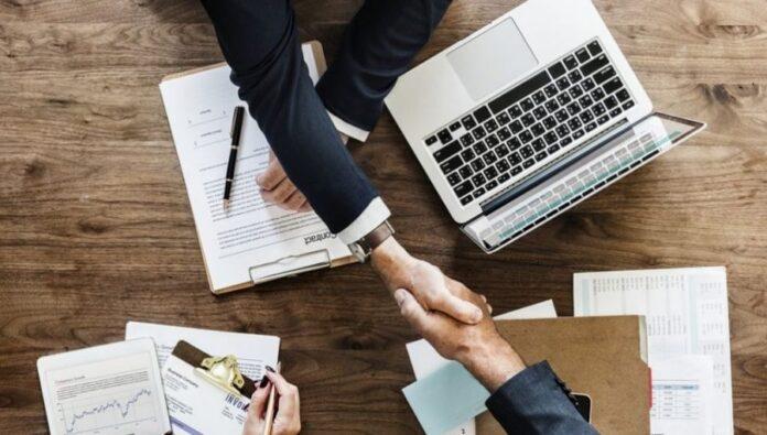 στήριξη επιχειρήσεων προσλήψεις απολύσεις