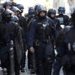 Η αστυνομία αναγνώρισε το θύμα ως τον 47χρονο Σαμουέλ Πατί, καθηγητή ιστορίας