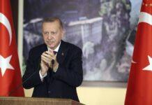 Ο Ερντογάν εμπαίζει τη Δύση