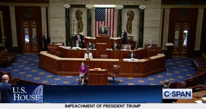Η Βουλή των Αντιπροσώπων παρέπεμψε τον Τραμπ σε δίκη