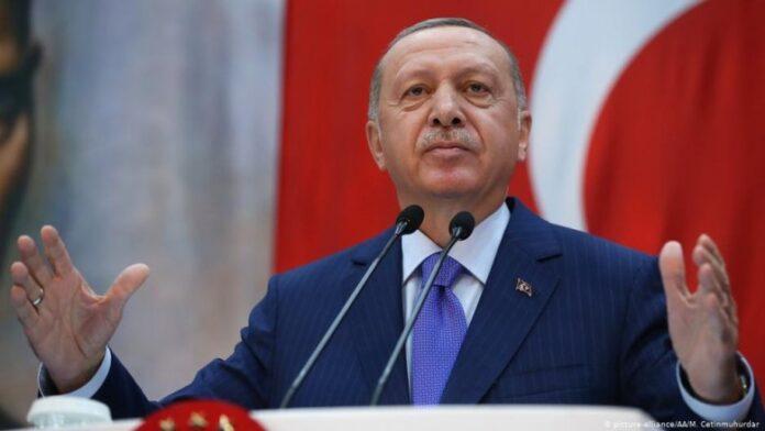 Η αυταρχική διακυβέρνηση Ερντογάν «ξεφτίζει». FT: Η τύχη του εξαντλείται