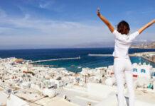Μάχη για να κρατηθεί όρθιος ο τουρισμός