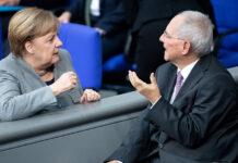 Ο Σόϊμπλε κατηγορεί τη Μέρκελ για τα προβλήματα του CDU