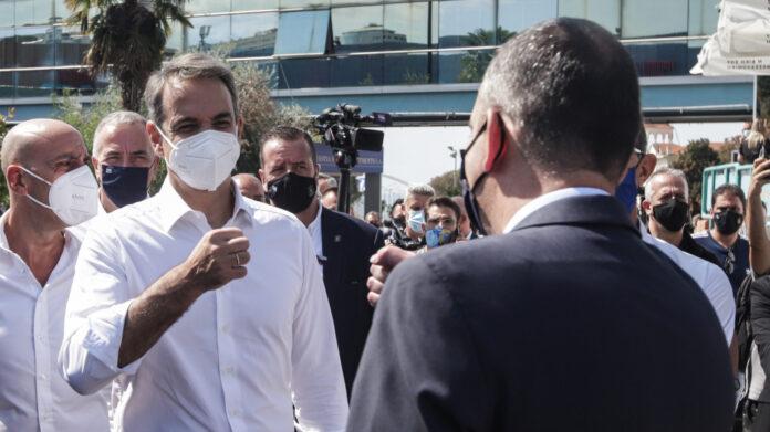 Ο Μητσοτάκης αποκλείει πρόωρες εκλογές και στέλνει μήνυμα στον Τσίπρα